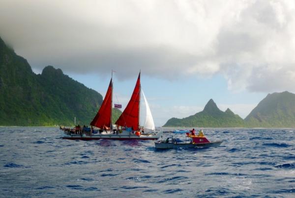 Sailing past the Sunuitao peaks