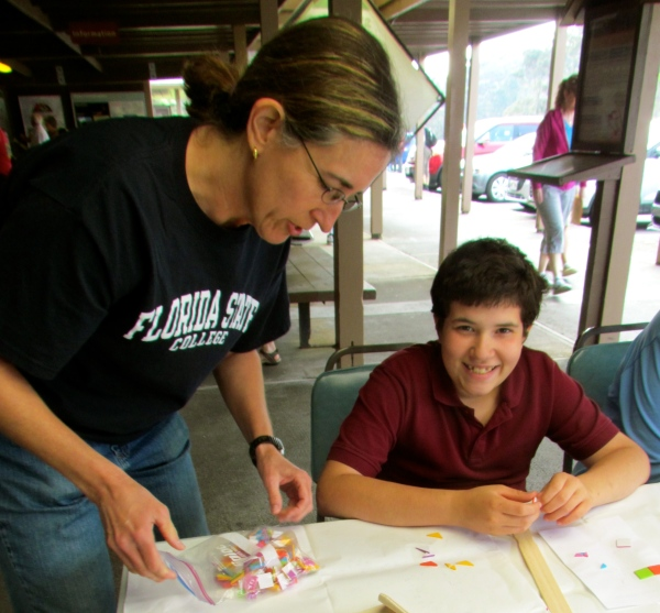 Visitors of all ages participate in the 'ohe kāpala workshop.